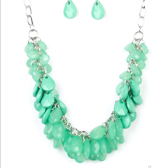 J99 Green bead necklace